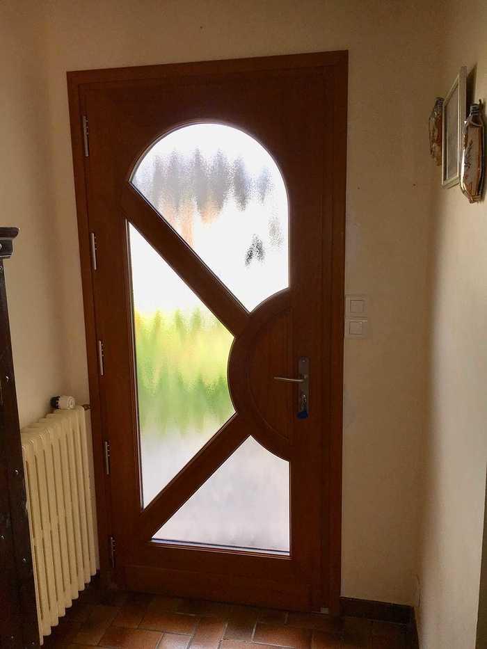 Réalisation d''une porte d''entrée sur mesure en bois img57871