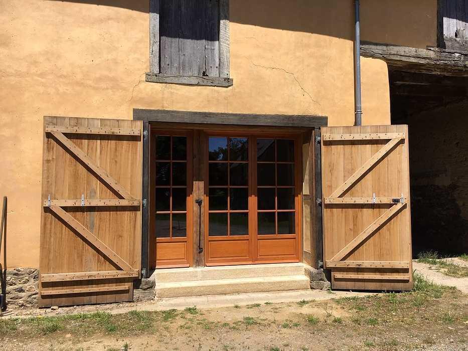 Réalisation d''une porte d''entrée et d''une porte fenêtre sur mesure en bois img5722