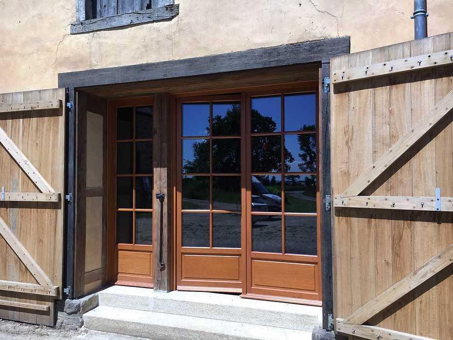 Réalisation d''une porte d''entrée et d''une porte fenêtre sur mesure en bois img5726