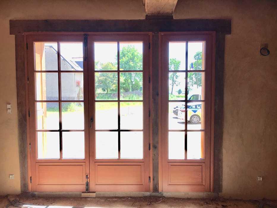 Réalisation d''une porte d''entrée et d''une porte fenêtre sur mesure en bois img5731