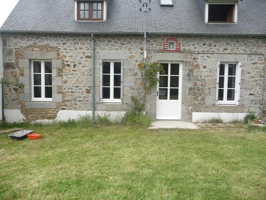 Réalisation d''une porte d''entrée et de fenêtres sur mesure en bois au rez-de-chaussée 0
