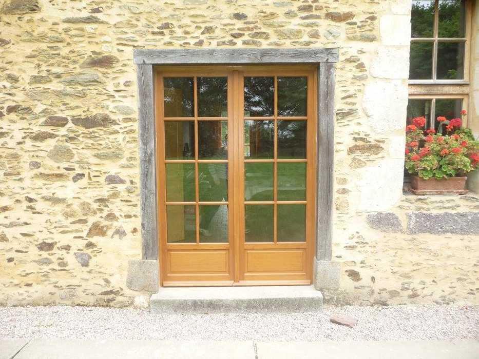 Rénovation d''une porte-fenêtre sur mesure en bois 0