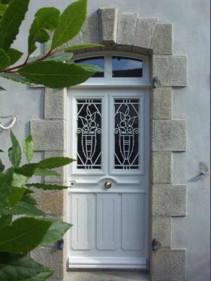 Rénovation porte d''entrée à l''identique en bois 0