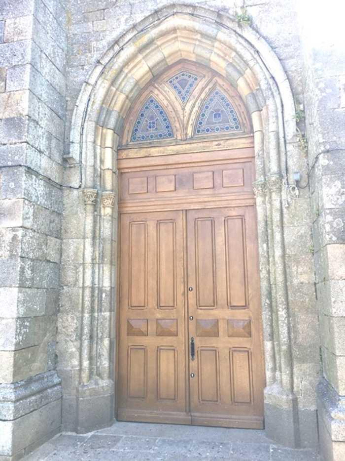 Création d''une porte d''église sur mesure en bois 0
