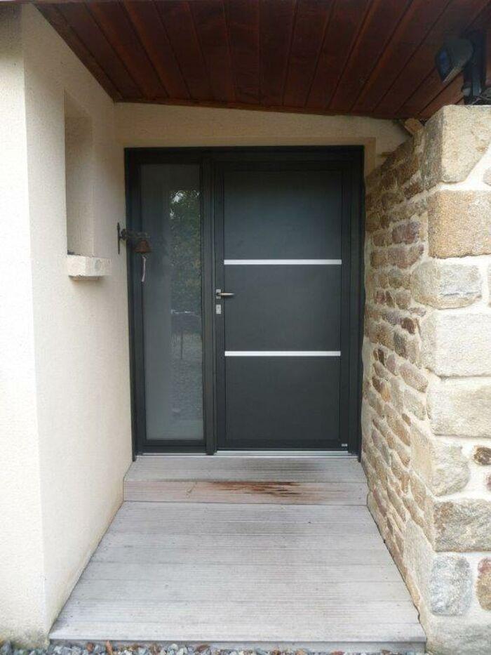 Rénovation d''une porte d''entrée sur mesure - alu et bois 0