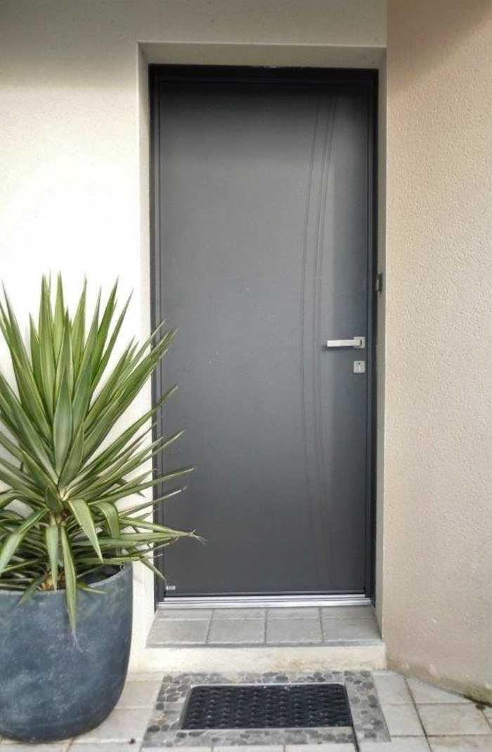 Installation porte d''entrée mixte aluminium et bois - Saint Martin des Prés - 22 0