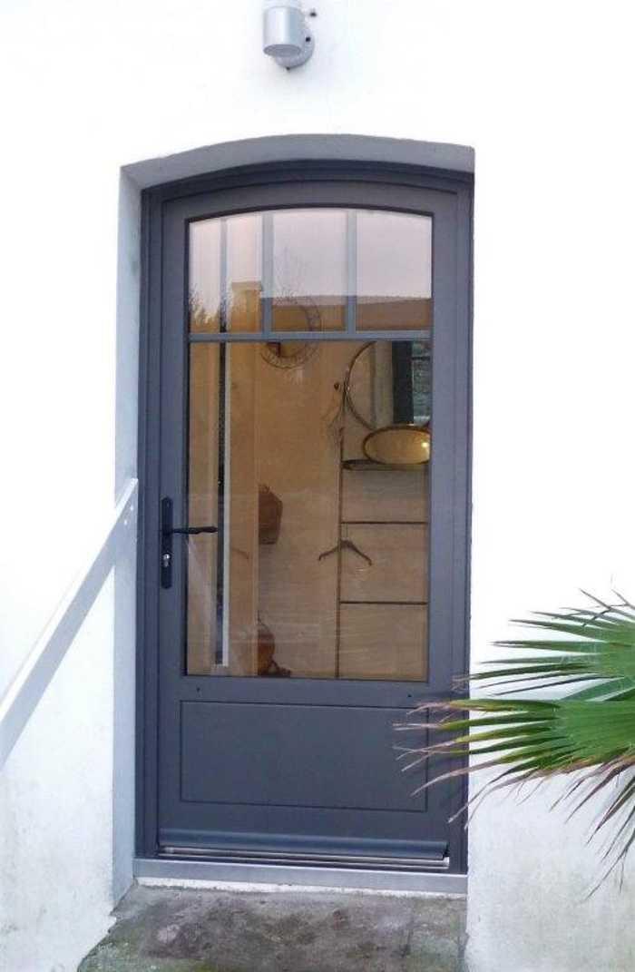 Rénovation porte fenêtre contemporaine sur mesure en bois- Quiberon 0