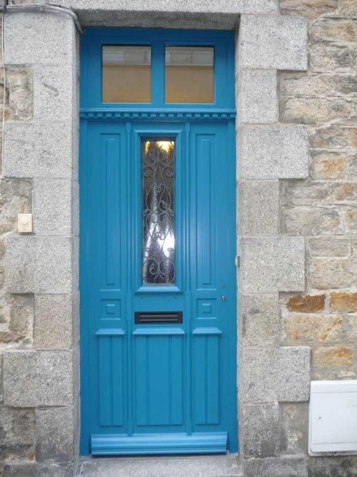 Réplique à l''identique porte d''entrée bois avec imposte et grille fer forgé 0