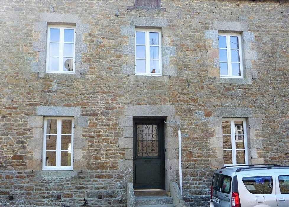 Rénovation fenêtres sur-mesure en bois - sur façade ancienne en pierre 0
